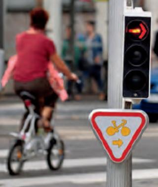 Cédez-le passage cycliste au feu