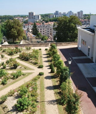 Les jardins et la terrasse basse du Dôme