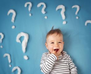Mieux communiquer avec bébé grâce aux signes
