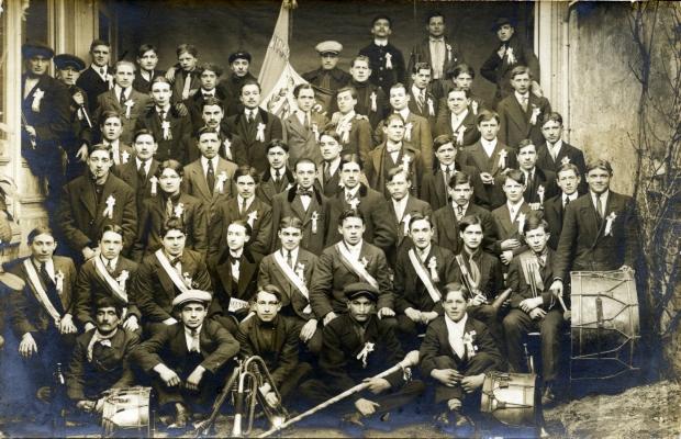 Les conscrits de la classe 1913. photographie de 1913 du Fonds duvivier © Musée tavet-delacour