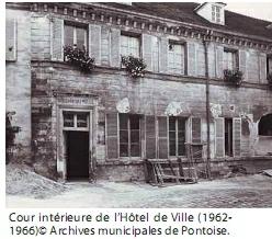 Cour de l'hôtel de ville en 1962-1966