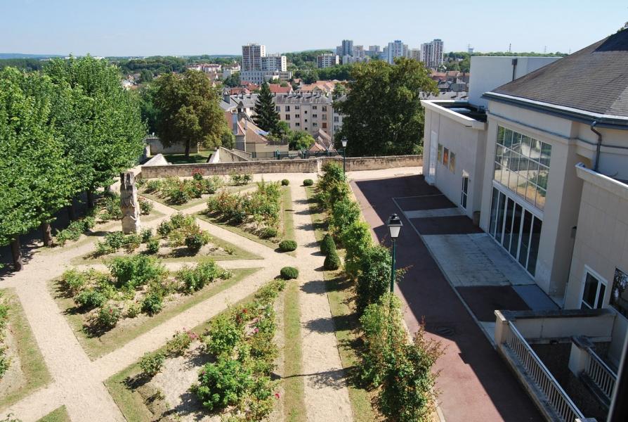 Les jardins et la terrasse basse du d me pontoise - Terrasse et jardin en ville montpellier ...