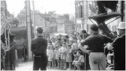 """Tournage de """"La verte moisson"""" Rue de la Coutellerie, en 1959"""