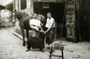 Les maréchaux du 54, rue Basse  (actuelle rue Pierre-Butin). XIXème siècle. © Musée Tavet-Delacour