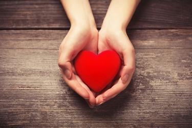 Un coeur entre les mains