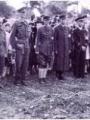 Cimetière de Pontoise, le 3 septembre 1944©MF . Ingelaere De gauche à droite : le Capitaine Lamarre et le Général Hobbs, le Major Russel et le Capitaine Ingelaere, le Lieutenant Giraud et le Docteur Dassencourt. Ces officiers français membres de l'État Major des FFI de Pontoise rendent hommage aux soldats alliés tués