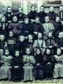 Une classe de filles en 1896 à l'école du Centre (actuelle Maison des Associations). Archives Municipales