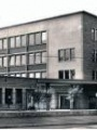 Photo de l'entrée du lycée Pissarro en 1965