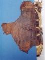 Couverture inférieure : vue de la bride supérieure Passage des supports de couture dans la peau de la couvrure (4 visibles)