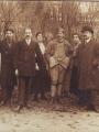 Photographie illustrant la famille Mennecier rassemblée lors de la permission des hommes mobilisés à Pontoise (Fonds privé)