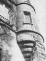 """La maison Place Belle-Croix -extraite de """"Pontoise 2000 ans d'histoire"""""""