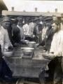 Photographie où figure des prisonniers de guerre