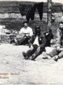 Photographie d'Ernest Baguet de 1914 où figure parmi plusieurs prisonniers français et russes, un détenu Pontoisien