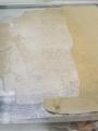 Le papier utilisé pour les comblages a été préparé pour correspondre au mieux au grammage du feuillet à combler, à la couleur de fond du feuillet et à la taille des lacunes (absence de raccord)